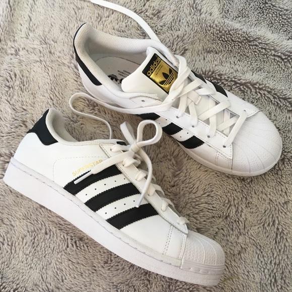 le adidas superstar shell il bianco strisce nere sz 8 poshmark